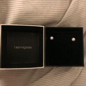Bloomingdales Small Pearl earrings
